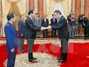 Presidente de Vietnam recibe a nuevos embajadores
