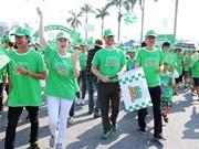 Realizan caminata en Hanoi en saludo a la Hora del Planeta