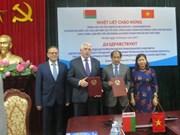 Sindicatos de Vietnam y Belarús robustecen lazos
