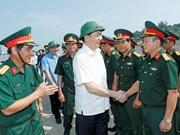 Presidente visita las fuerzas armadas de provincia costera de Nghe An
