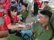 Honran a donantes de sangre vietnamitas en todo el país