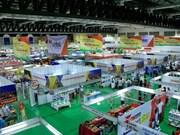 Feria de Comercio Vietnam-Laos: ocasión para ampliar relaciones en negocios