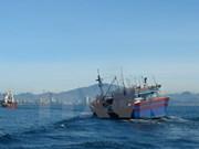 Trasladan a tierra a marinero chino lesionado para tratamiento