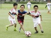 Proyecto de futbol comunitario en Vietnam recibe premio continental