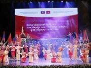 Delegación artística de Laos actúa en provincia vietnamita de Thanh Hoa