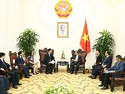 Premier vietnamita dialoga con dirigentes empresariales chinos