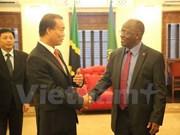 Presidente de Tanzania promete mejores condiciones para inversores vietnamitas