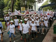 Más de cinco mil personas participan en caminatas benéficas por victimas de Dioxina