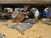 Premier de Laos extiende pésame a Vietnam por pérdidas provocadas por inundaciones
