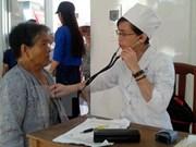 Doctores de origen vietnamita realizan programa médico gratuito en Camboya