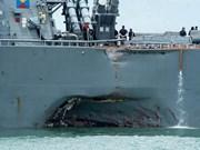 Destructor USS John S.McCain llega a base naval de Singapur tras colisión