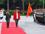 Ministros de Defensa de Vietnam y Australia intercambian sobre cooperación bilateral