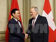Suiza aspira a impulsar relación económica con Vietnam