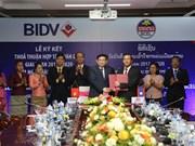 Bancos de Vietnam y Laos robustecen cooperación