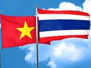 Profesores vietnamitas residentes en Tailandia visitan la Patria