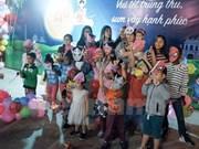 Celebran en Mozambique Fiesta del Medio Otoño para niños vietnamitas