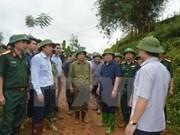 Dirigente del Gobierno dirige búsqueda de víctimas de deslizamiento de tierra en Hoa Binh