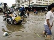 Provincias vietnamitas entregan regalos a personas pobres en Camboya
