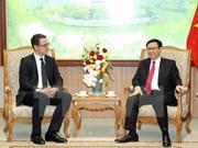 Vicepremier de Vietnam dialoga con dirigente de Zurich Airport