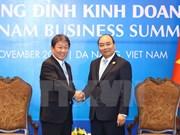 Premier vietnamita recibe a ministro japonés de Revitalización Económica