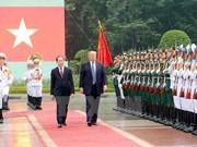 Presidente estadounidense, Donald Trump, finaliza visita a Vietnam