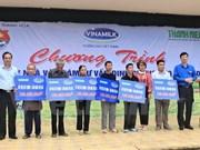 Vinamilk realiza donaciones a pobladores afectados por inundaciones