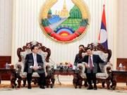 Visita Laos delegación de alto nivel de Hanoi