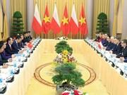 Presidente de Vietnam conversa en Hanoi con homólogo polaco
