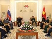 Vietnam y Rusia por fortalecer nexos entre fuerzas navales
