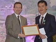 Funcionario vietnamita recibe medalla Caballero de las Artes y las Letras de Francia