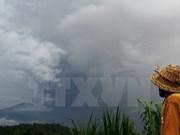Volcán Agung expulsa ceniza en isla indonesia de Bali