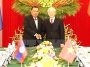 Máximo dirigente partidista de Vietnam conversa con secretario general de PPRL y presidente de Laos