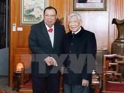 Máximo dirigente de Laos visita exsecretarios del Partido Comunista de Vietnam