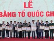 Conceden certificados de reconocimiento de méritos a familiares de mártires de guerra en Vietnam