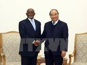 Premier de Vietnam recibe a canciller de Camerún