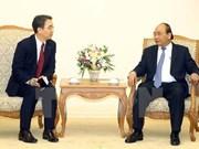Premier de Vietnam recibe al director general de Doosan Vina