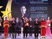 Honran a 10 jóvenes destacados de Hanoi en 2017