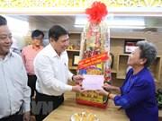 Entregan en Vietnam regalos a personas desfavorecidas en ocasión del Tet