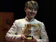 Cantante vietnamita se alza con premio de oro en concurso regional