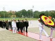 Máximos dirigentes de Vietnam rinden homenaje al Presidente Ho Chi Minh en ocasión de fundación del PCV
