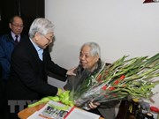 Dirigentes vietnamitas felicitan al exsecretario general del PCV en vísperas del Tet