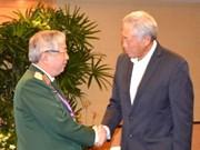 Vietnam fortalece nexos en defensa con Singapur y China