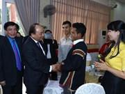 Premier de Vietnam presenta regalos del Tet para necesitados en provincia altiplánica