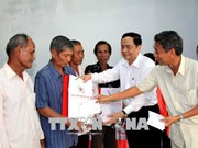 Presidente de FPV entrega regalos del Tet en Soc Trang