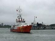 Rescatan a pescadores vietnamitas accidentados en aguas nacionales