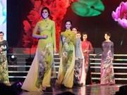 Traje tradicional de Vietnam se presenta en el mayor desfile callejero en Asia