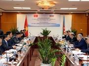 Vietnam fortalece nexos con Azerbaiyán