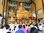 Vietnamitas residentes en Laos oran por paz en el  mundo