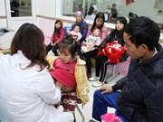 Ayudan a pacientes vietnamitas con condiciones económicas desfavorables