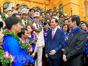 Presidente vietnamita recibe a jóvenes destacados